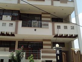 Krc Paying Guest House photos Exterior