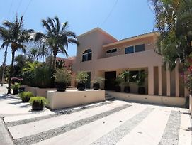New Listing! Close To Beach Sunny & Spacious Villa photos Exterior