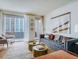 Comfy And Stylish 2Br Downtown Apartment By Lodgeur photos Exterior
