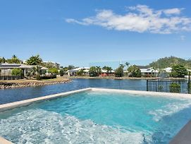 Isle Be Back Trinity Beach Waterfront Brand New Luxury House With Pool photos Exterior