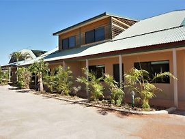 Ningaloo Breeze Villa 7 - 3 Bedroom Fully Self-Contained Holiday Accommodation photos Exterior