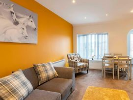 Donington 6 Serviced Apartment photos Exterior