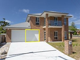 5 Bent Street - Huge House With Foxtel & Aircon photos Exterior