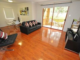 Balmain Self Contained Modern Two Bedroom Apartment photos Exterior