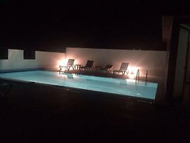 Modern 2 Bedroom Flat With Rooftop Pool And Walking Distance To Girne Tourist Port photos Exterior