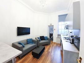 Leicester Square Ideal & Super Comfy Flat For 6 photos Exterior