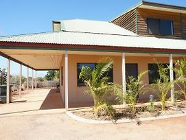 Ningaloo Breeze Villa 6 - 3 Bedroom Fully Self-Contained Holiday Accommodation photos Exterior