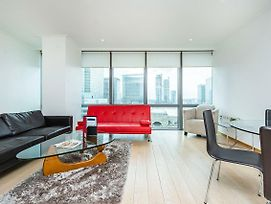 Stylish Apartment With Panoramic Docklands Views photos Exterior