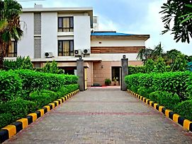 When In Gurgaon - Service Apartments, Next To Artemis Hospital photos Exterior