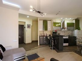 Perfectly Located Cozy 2 Bedroom Apartment In The City Center/Heart/Downtown photos Exterior
