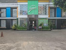 Reddoorz Plus Near Alun Alun Bandung photos Exterior