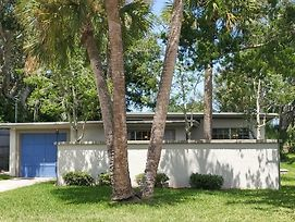 Mid-Century Modern! Walk Downtown, Minutes To Beaches Home photos Exterior