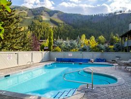Greyhawk At The Ski Lifts -The Artisan photos Exterior