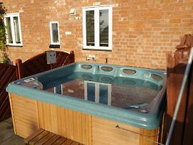 Juliet Cottage Hot Tub Sleeps 3 Singles Or Double photos Exterior