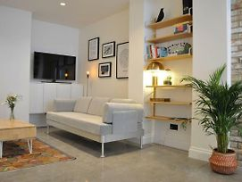 Contemporary 1 Bedroom Basement Flat In Pimlico photos Exterior
