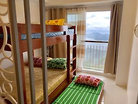 Dr. Calayan'S Cozy Wind Residences Tagaytay Taal View photos Exterior