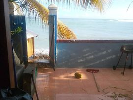 House With One Bedroom In Saint-Francois, With Wonderful Sea View, Fur photos Exterior