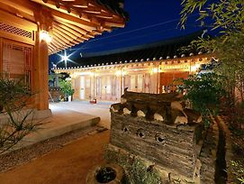 Wiyeonjae Hanok Stay photos Exterior
