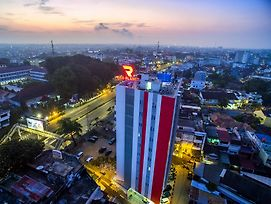 Red Planet Palembang photos Exterior