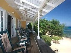 Paradise Runaway Bay 3 Bed Beachfront Villa photos Exterior