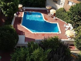 Apartment With 3 Bedrooms In Pineda De Mar, With Wonderful Sea View, P photos Exterior