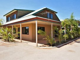 Ningaloo Breeze Villa 9 - 3 Bedroom Fully Self-Contained Holiday Accommodation photos Exterior