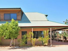 Ningaloo Breeze Villa 5 - 3 Bedroom Fully Self-Contained Holiday Accommodation photos Exterior