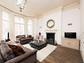 2 Bedroom Apartment In Mayfair photos Exterior