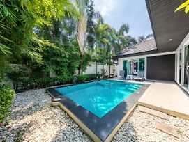 Colibri Pool Villa Pattaya photos Exterior