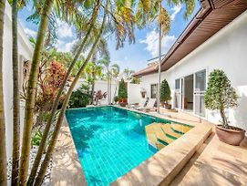 Private Beach Majestic Pool Villa Pattaya photos Exterior