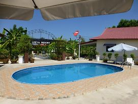 Private 2 Bedroom Villa With Swimming Pool Tropical Gardens Fast Wifi Smart Tv photos Exterior