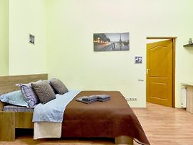 L16 32 New Modern Studio In The Center Of City Clean And Cozy Aparthotel Near Metro Khreschatyk Maidan Liuteranska St 16 photos Exterior