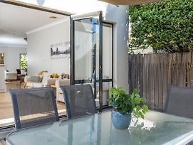 Moments From Braddon & Anu//Stylish//Spacious//Lux photos Exterior
