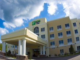 Holiday Inn Express & Suites Havelock Northwest New Bern photos Exterior