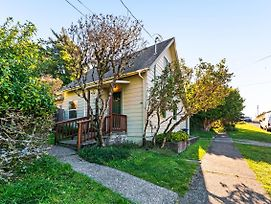Dunrovin Vintage Beach Cottage - 1 Bed 1 Bath Vacation Home In Port Orford photos Exterior
