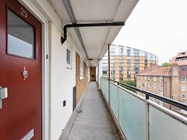 Lovely 2 Bed Apartment W Balcony Nr River Thames photos Exterior