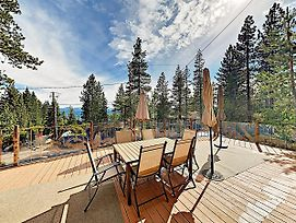 New Listing! Oasis By The Lake W/ Deck & Hot Tub Home photos Exterior