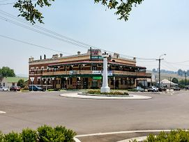 Bank Hotel Dungog photos Exterior