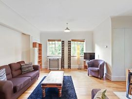 Spacious 1 Bed Apt W Elegant Bath In Streatham photos Exterior