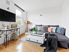 Stylish 2 Bed Apt. Clapham Junction 9 Min To Stn photos Exterior