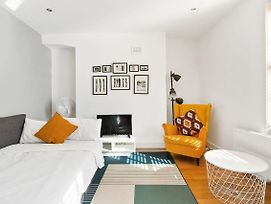 Chic & Contemporary 2 Bed Flat Sleeps 6 In Soho photos Exterior