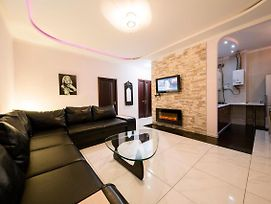 Vip 2 Bedrooms Apartment Near Arenacity photos Exterior