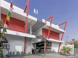 Reddoorz Near Kejaksan Station Cirebon photos Exterior