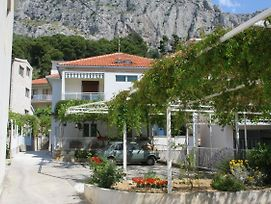 Apartments With A Parking Space Omis - 2745 photos Exterior