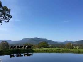 Minimbah Farm Cottages-Family Farmstay- Choose From 2 & 3 Bedroom Cottages And 6 Bedroom House photos Exterior