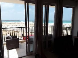 Brilliant 2 Bedroom G14 Overlooking Ocean And Pool photos Exterior
