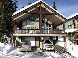 Large Dog Friendly Chalet With Private Hot Tub photos Exterior