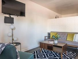 Open + Airy Studio Apt Near Downtown Tempe photos Exterior