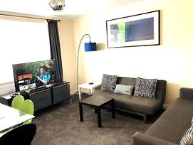 Contractor Digs - 3 Bedroom Flat With 4 Double & 3 Single Beds photos Exterior