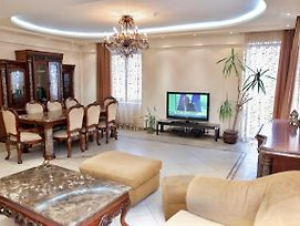 Comfortable And Bright 3 Bedroom Apartmen,Near Republic Square photos Exterior